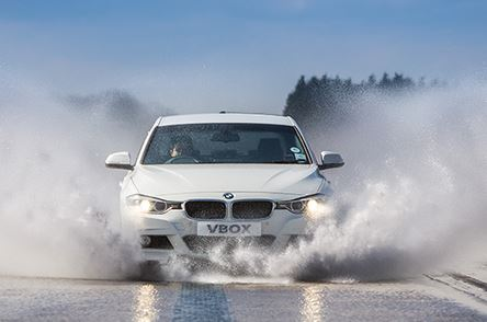 3 Tips Aman Berkendara Pada Jalanan Basah